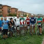 Foto di gruppo sulla pista ciclabile dedicata a Di