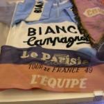 Come la sua maglia Bianchi e il foulard del Tour